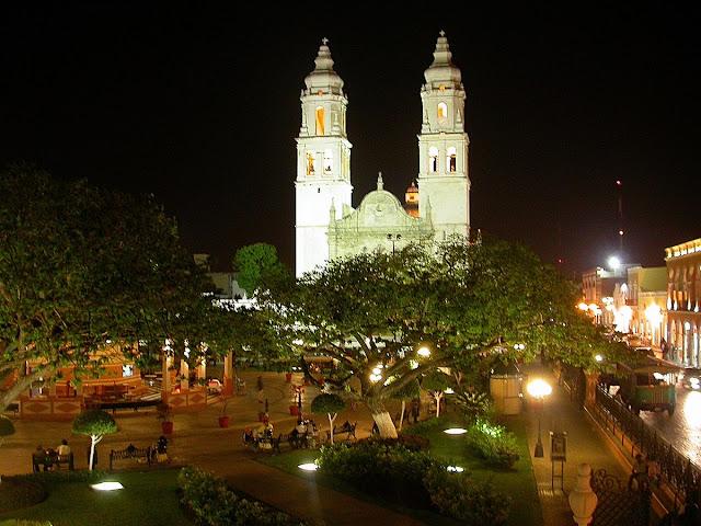 place principale de Campeche la nuit