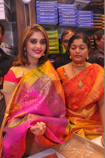 Surabhi looks stunning in Saree at Nakshatra Fashion Store Launch at Suchitra X Road 24.JPG
