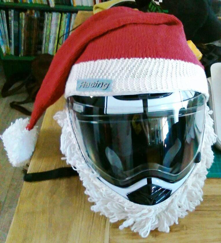 gamme exceptionnelle de styles et de couleurs Beau design obtenir pas cher Les aiguilles de Nat: Bonnet de père Noël pour casque moto