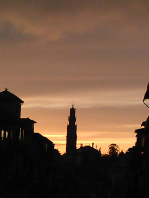 Pôr do Sol e a Torre dos Clérigos no Porto