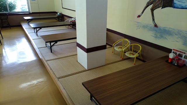 沖縄そば なかやま家の店内の写真