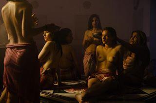 لبنانيات عاريات في الحمام أمام عدسات التصوير