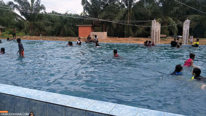 Kolam renang di Firefly Park Resort, Kuala Selangor