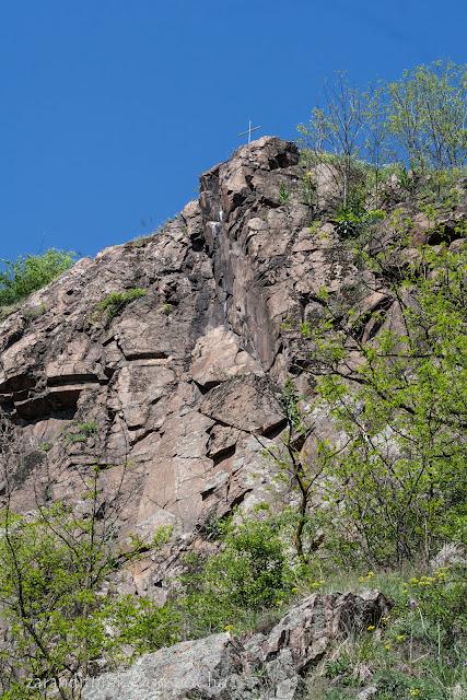 A lippai kereszt a szikla tetején