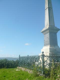 pamätník na kopci