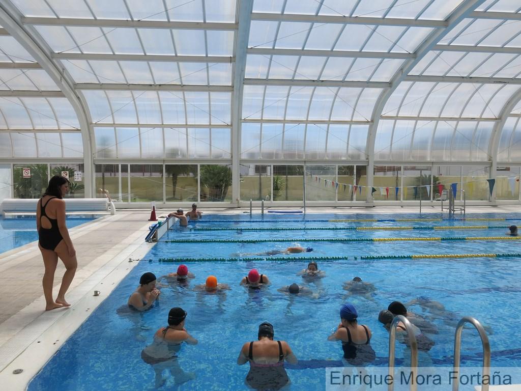 Not cies de tur s la piscina de tur s ofrece clases de for Piscina municipal manises