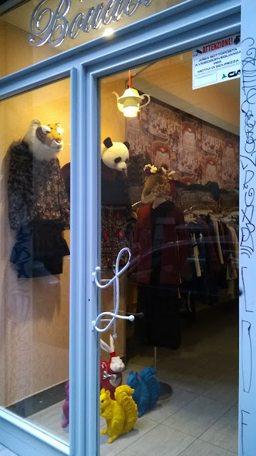 creativity, shop-windows, boutique, Naples, via Mezzocannone, fashion boutique, Boudoir Boutique