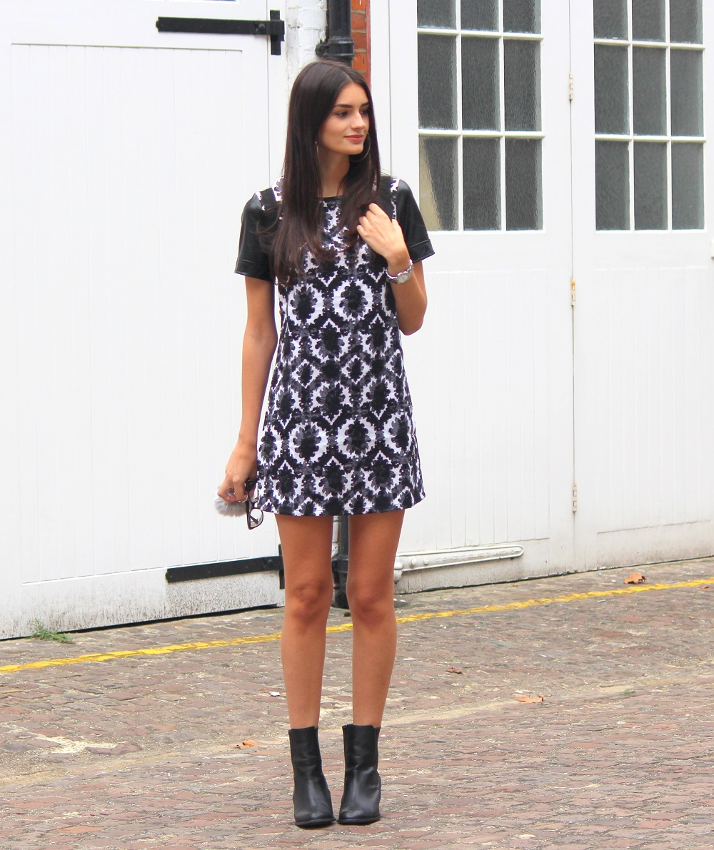 peexo fashion blogger wearing monochrome midi dress and leather slaves