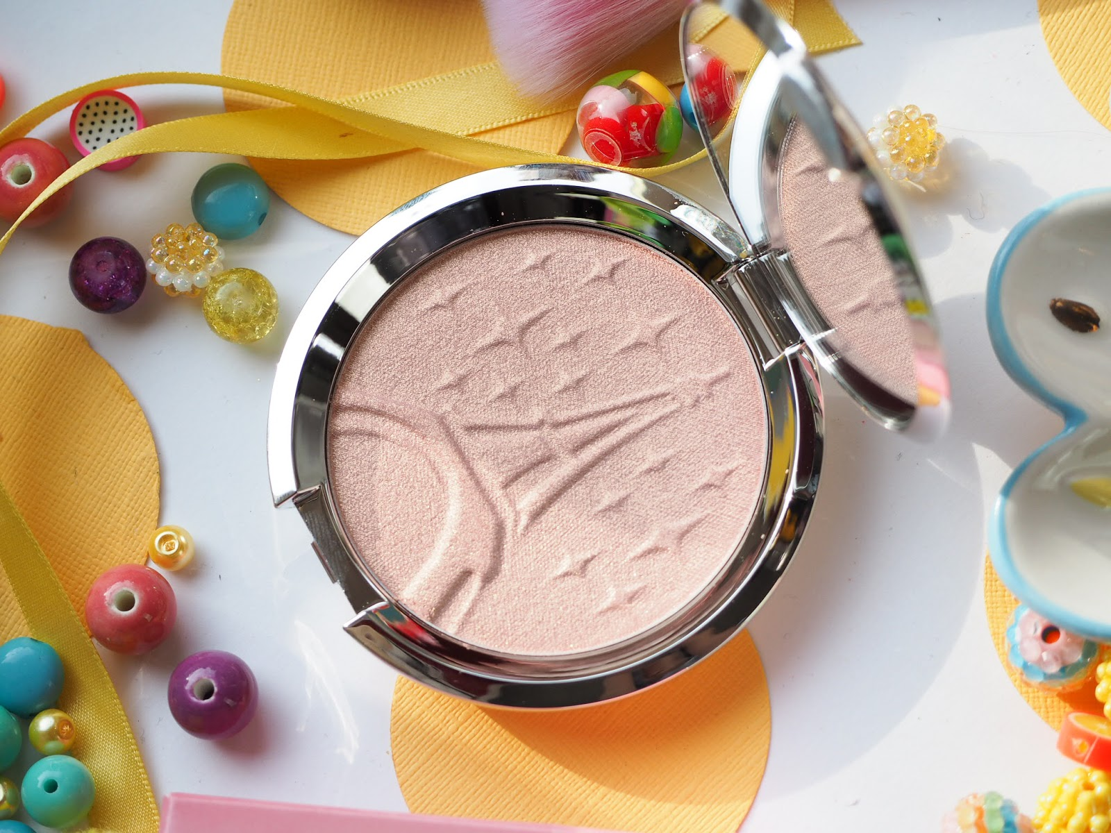 BECCA x Sananas Shimmering Skin Perfector Pressed Highlighter - Parisian Lights