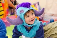 """Niño disfrazado de James P. """"Sulley"""" Sullivan, personaje de Monster Inc. Jardín Maternal Corazpon de Melón, Roldán. Fotografía de Leticia Martiñena"""