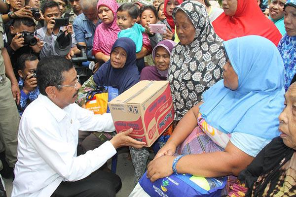 Gubsu memberikan bantuan kepada korban banjir di Asahan dan Tanjungbalai