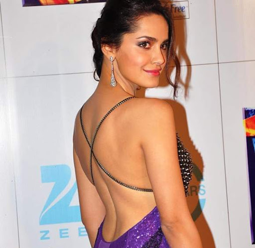 HOT Bollywood Divas Go Backless You Know It