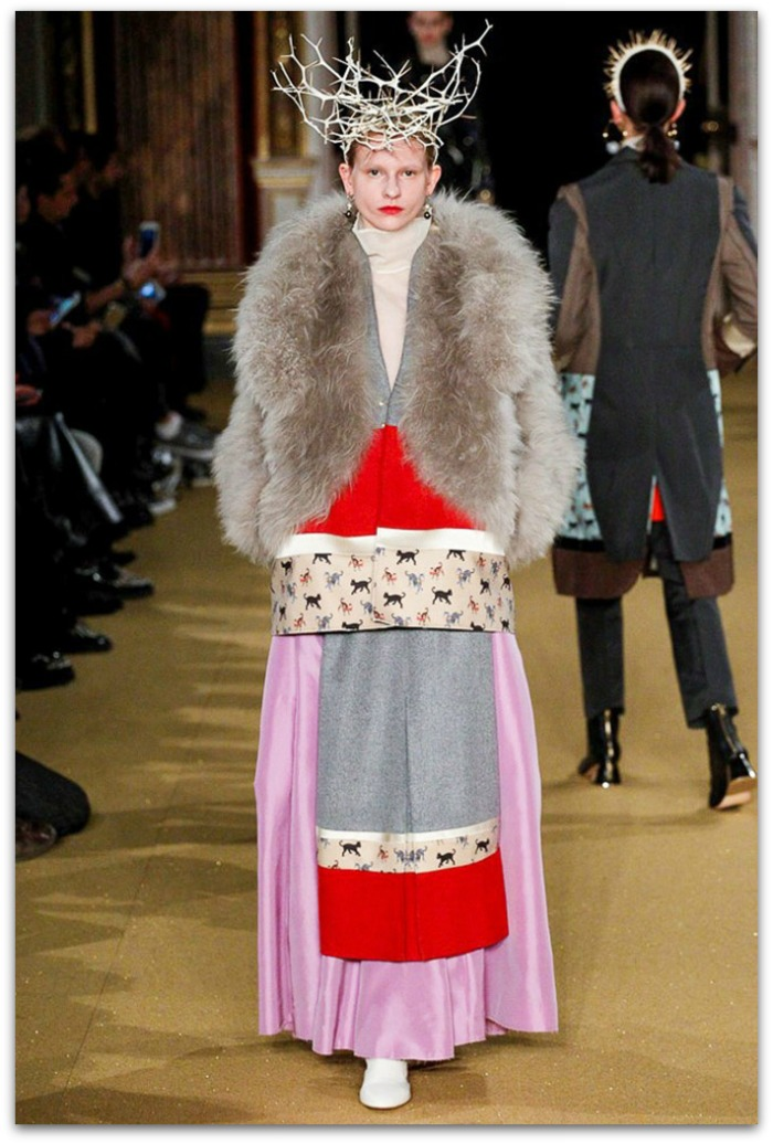 http://www.vogue.es/desfiles/otono-invierno-2016-2017-paris-fashion-week-undercover/12348/galeria/21128/image/1105084