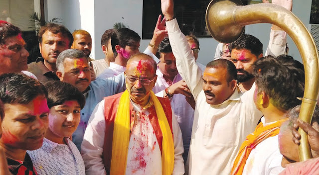 Social worker Santosh Yadav accompanied by the Union Home Minister accompanied by Union Minister Koli Holi