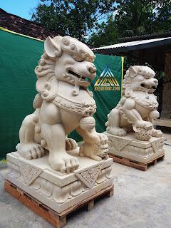 Patung lion dog dari batu alam paras jogja, batu putih