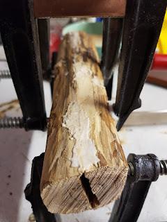 collage du fourreau en bois, détails de la pâte à bois