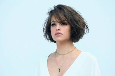 Agatha Moreira cortou o cabelo curtinho para viver Josiane — Foto: João Miguel Junior / TV Globo