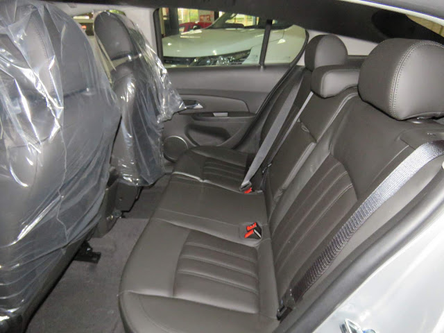 Chevrolet Cruze Sport6 2016 LT - espaço traseiro