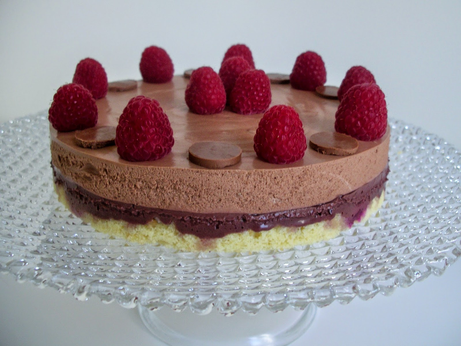 Chocolate and red fruits mousse cake