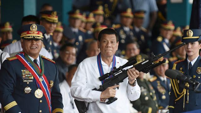 """Duterte ofrece premios y vacaciones por asesinar a los """"policías ninja"""""""