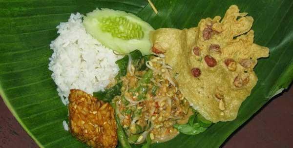 Nasi Pecel Mbah Suti, Pecel Special Untuk Para Manusia Nokturnal