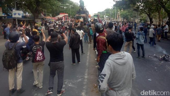Gerakan Mahasiswa Desak Jokowi Lengser Kian Meluas , HMI Makassar Nyaris Bentrok Dengan Supporter PSM