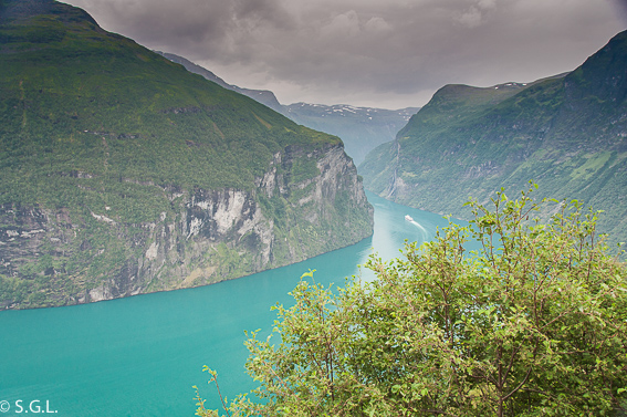 Navegar entre fiordos. Noruega