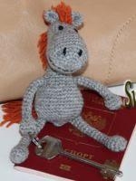 patron gratis llavero caballo amigurumi de crochet