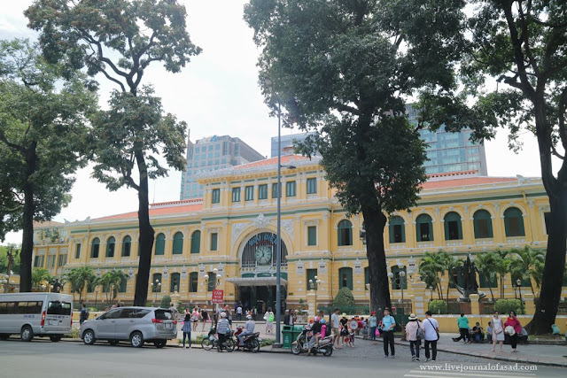 Post Office Ho Chi Mint City dan Notre Dame Cathedral Saigon Vietnam