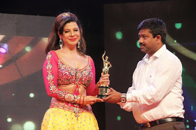 Sambhavna Seth receiving award