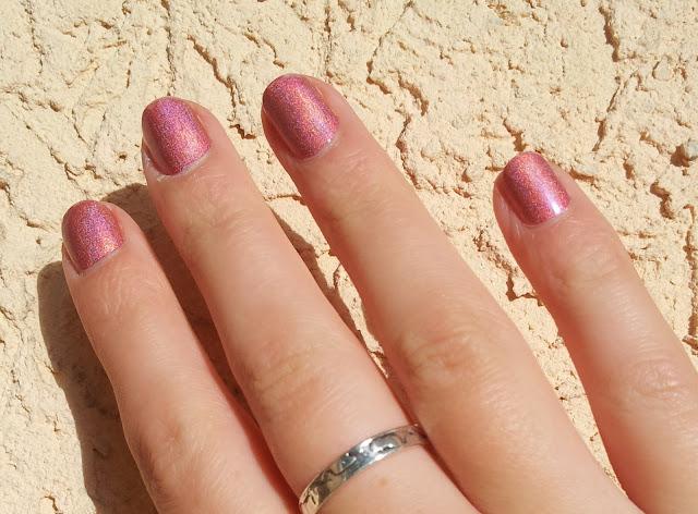 Tragefoto Kiko Holo-Lack jewel pink