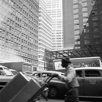 http://casadabiqueira.tumblr.com/post/106636763547/new-york-ernst-haas-1950