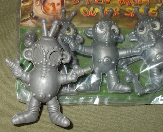 3 Men From Outer Space; Aliens; Blow Mould; Blow Moulded Aliens; Blow Moulded Spacemen; Blow Moulded Toy; Giant Aliens; Giant Sets; Giant Spacemen; Googly Eyes; Lenticular Eyes; Made in Hong Kong; Polyethylene Toy Figures; Small Scale World; smallscaleworld.blogspot.com; Space Toys; Space Warriors; Spacemen;