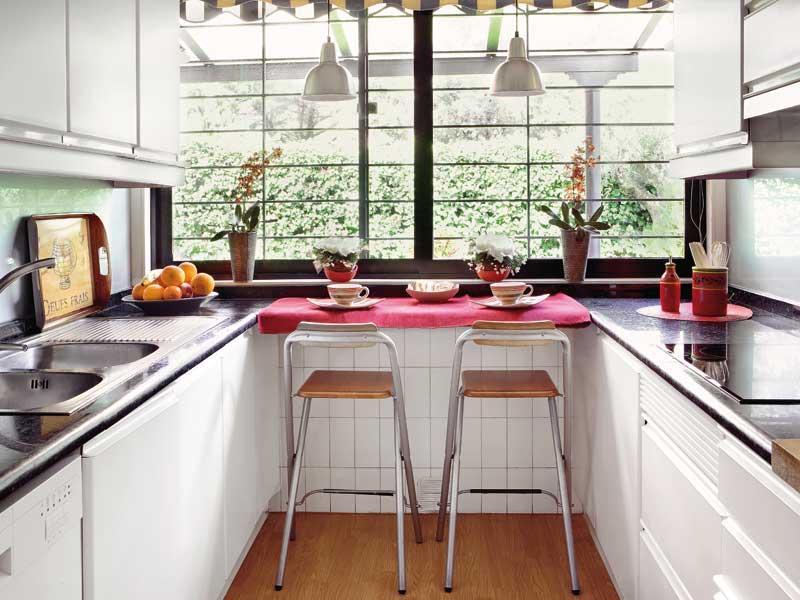 cocinas estrechas y rectangulares es mejor colocar las zonas de trabajo en la zona final de las encimeras para evitar el efecto tnel con la zona de - Cocinas Rectangulares