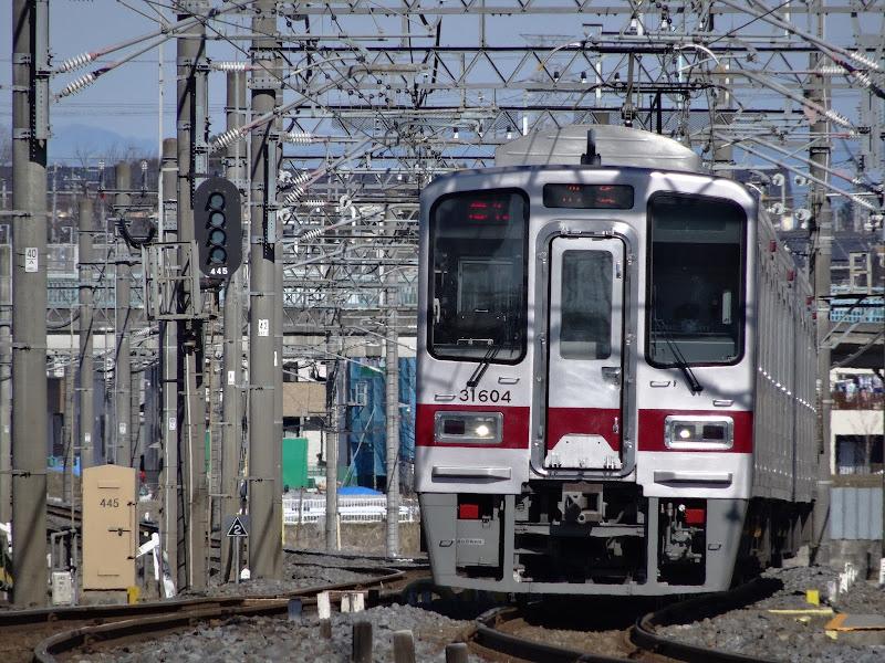 東上線を走る東武30000系