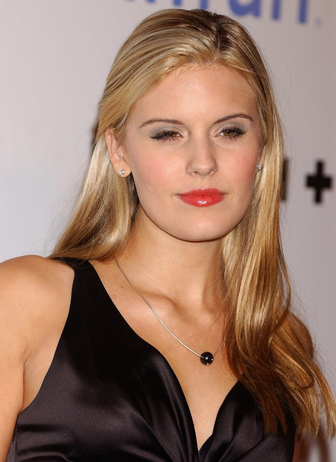 Pictures of Maggie Grace - Celebrities Style And Beauty