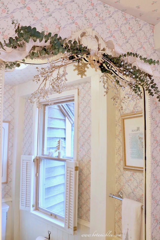 christmas-guest-bath-sparkles-french-mirror
