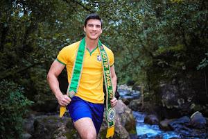 Mister Brasil Bruno Poczinek faz ensaio em clima de Copa