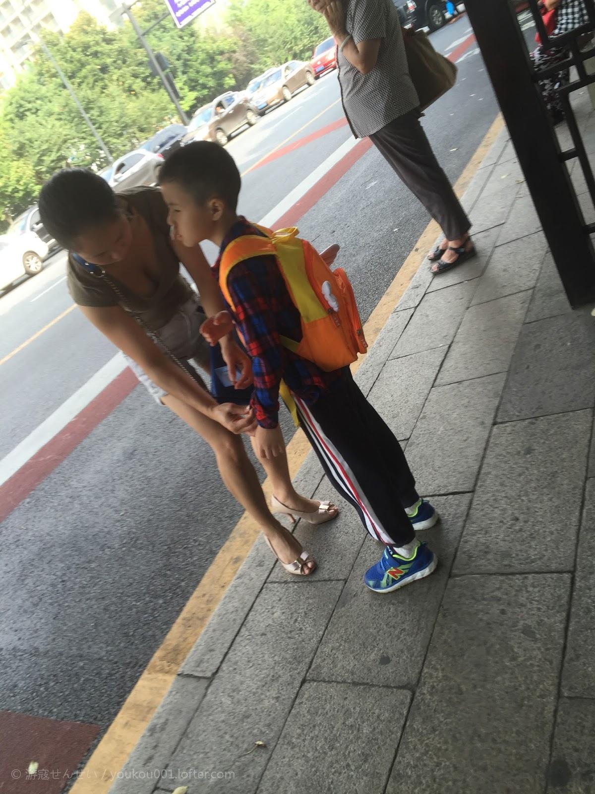 湖南:3岁儿子路口等父返家 33岁父亲赶路24小时归来