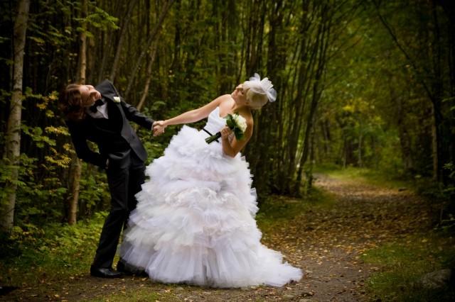 d085a165fd6e Underbara Clara, som för övrigt har en helt underbar blogg, visade nämligen  upp bilder från sitt bröllop i sin blogg nyligen.