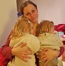 jumeaux-jumelles-maman-calin