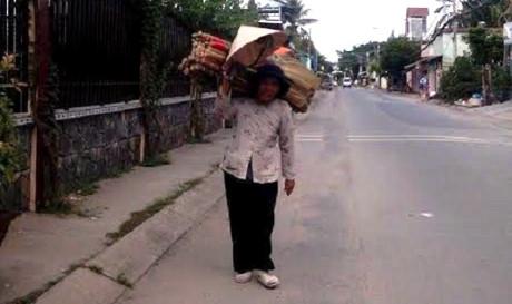 Cụ bà người Quảng Ngãi chấp nhận cuộc sống lam lũ để quên đi người chồng bạc ác