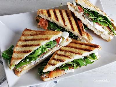 Sándwich de salmón ahumado