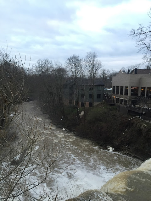 Venture & Roam: The waterfalls in Chagrin Falls Ohio