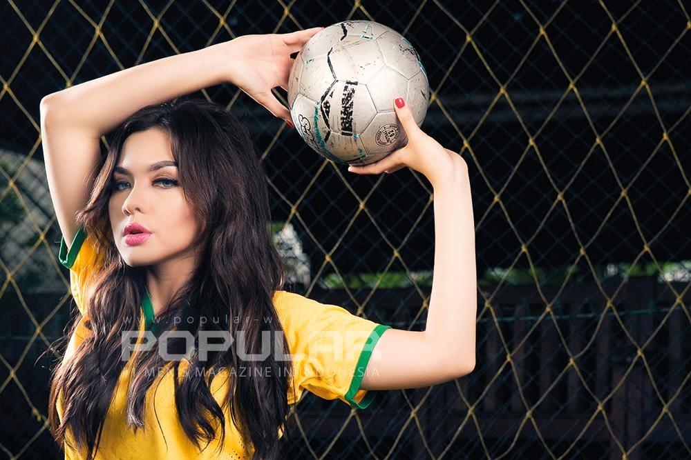 Foto Cantik Vicky Shu Di Majalah Popular Juni 2014
