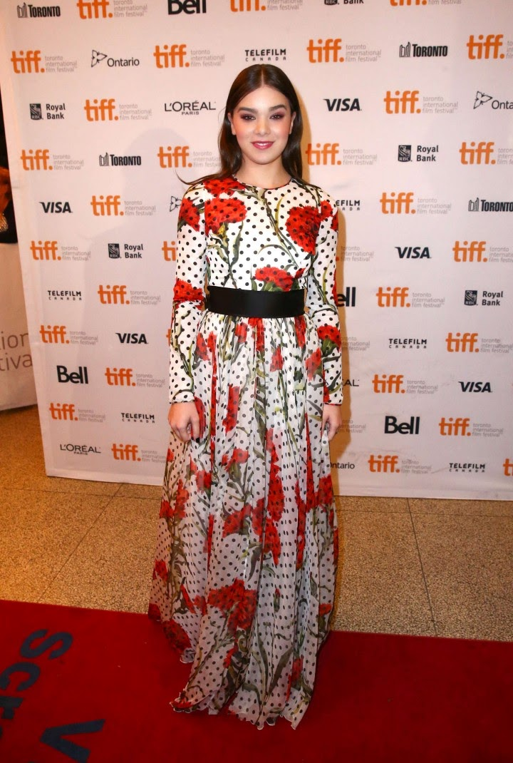 Hailee Steinfeld is gorgeous in Dolce & Gabbana at 'The Keeping Room' Toronto International Film Festival premiere