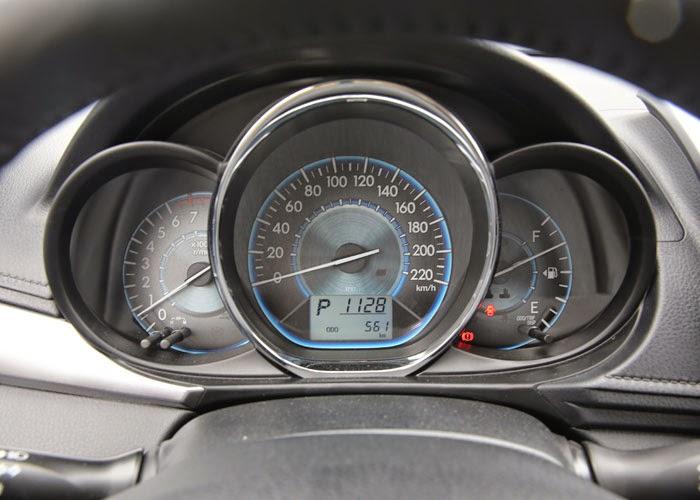 Toyota Vios 2014 giá bao nhiêu (Màn hình taplo)