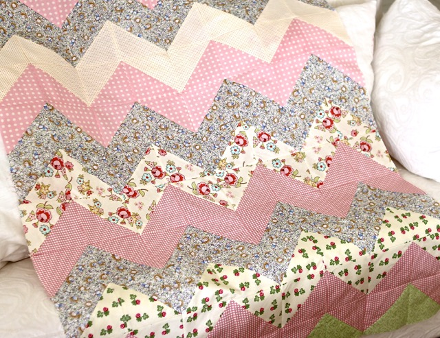 Tutorial For A Quick And Easy Chevron Zig Zag Quilt Quilting Stories Delectable Baby Girl Quilt Patterns