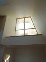 旗竿地に建つ木造3階建て住宅:深沢の家,高窓,光 小形 徹 * 小形 祐美子プラス プロスペクトコッテージ 一級建築士事務所の設計