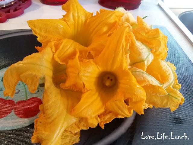 Frittata piselli e fiori di zucca